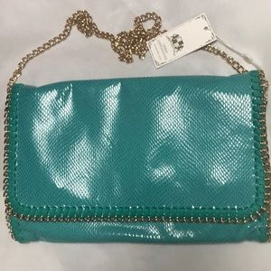 Clutch bag with detachable chain